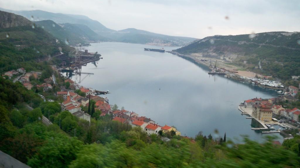 Kroatische Stadt und Seen unterhalb der Josephina © weltvermessen.de