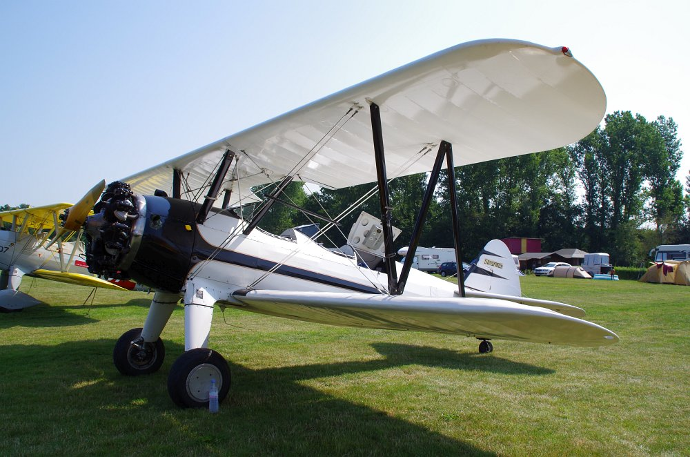 Stearman fly inn Bienenfarm 283